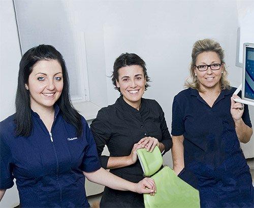 Immagine dello staff - dialogo costante pazienti - Studio dentistico Motta Jones Rossi - Milano Centro