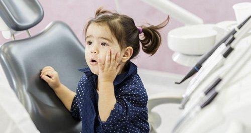 Pedodonzia / Odontoiatria pediatrica - Bambina dal dentista - Studio dentistico Motta Jones Rossi - Milano centro